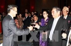 老挝党、国家领导会见越南高级代表团