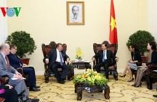 越南政府副总理武文宁会见国际投资银行董事长