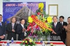 越南政府副总理阮春福走访慰问越南基督教传教协会和顺化总教区的主教座堂