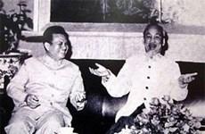 面向纪念老挝人民革命党前主席凯山·丰威汉诞辰95周年:越南人民最亲切的大朋友