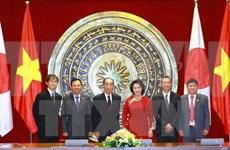 越南国会副主席阮氏金银与日本参议院副议长舆石东举行会谈