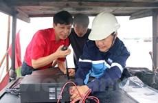 向沿海省份渔民赠送通信联络设备