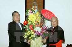 越共中央书记处常务书记黎鸿英圣诞节前走访慰问教职人员