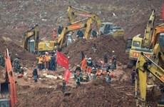 中国深圳滑坡事故现场首名幸存者成功救出