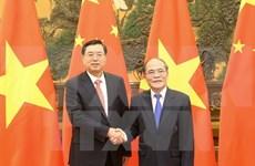 越南国会主席阮生雄与中国全国人大常委会委员长张德江举行会谈