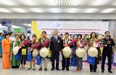 河内市和胡志明市迎来2016年首批国际游客
