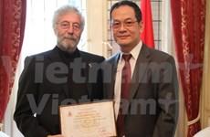 越南表彰帮助越南橙毒剂受害者的阿根廷公民
