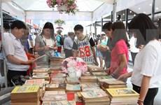 胡志明市图书街培养读书的兴趣