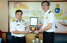 越南海军副参谋长拜会新加坡海军领导