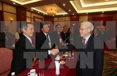 越共中央总书记阮富仲会见海外越南人代表团