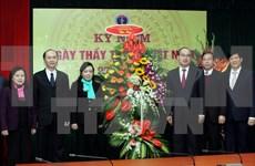 越南党和国家领导向越南医生和医务人员队伍致以节日祝贺