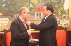 河内市委书记黄忠海会见德国世界大学援助组织主席