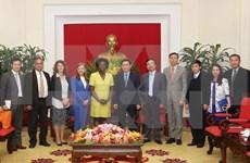 越共中央经济部部长王廷惠会见世界银行高级官员