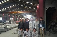 越南驻日大使馆代表赴雇佣越南劳工的日本工厂进行实地考察