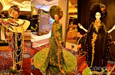 越南传统长衣上的鲜花设计比赛推崇越南传统长衣之美的良机