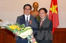 越南授予新加坡驻越南大使伍德贤友谊勋章