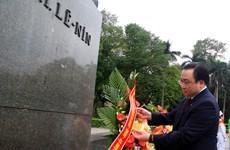 河内市领导人向列宁塑像敬献花圈 纪念列宁诞辰146周年