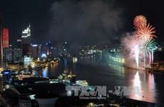 胡志明市燃放烟花 庆祝国家统一41周年