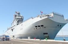 法国海军两栖登陆舰抵达金兰国际港 开始对越进行友好访问