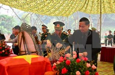 老挝万象市向越方移交在老牺牲的越南志愿军和专家遗骸