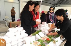 越南常驻联合国代表团参加为叙利亚难民捐款的国际义卖活动