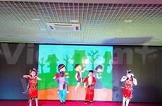 """""""爱心之声""""慈善基金会为旅居俄罗斯越侨和越南国内贫困儿童分担困难"""