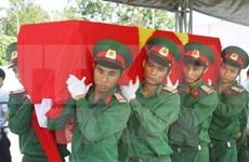 宜安省举行越南志愿军及专家的烈士遗骸举行追掉安葬仪式