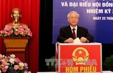 越南党、国家领导人参加投票 行使自己的民主权利(组图)