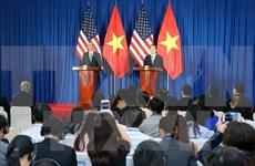 越南国家主席陈大光与美国总统奥巴马举行联合记者会