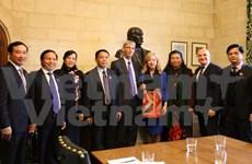 越南与英国加强议会合作