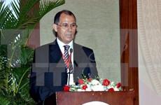"""越南向摩洛哥王国驻越大使授予""""致力于各民族和平友谊""""纪念章"""