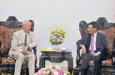 政府副总理兼外交部长范平明会见瑞典首相特使皮埃尔·朔里