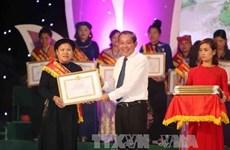 越南西北地区少数民族妇女致富能手表彰大会宜安省举行