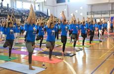 岘港举行活动响应国际瑜伽日