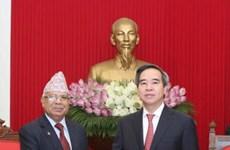 越共中央经济部部长阮文平会见尼泊尔共产党(联合马列)代表团