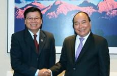 越南政府总理阮春福会见老挝总理通伦