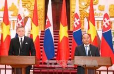 促进越南与斯洛伐克多方面合作