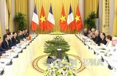 越南国家主席陈大光同法国总统弗朗索瓦·奥朗德举行会谈