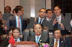 越南政府总理阮春福出席东亚峰会