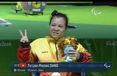 2016年里约残奥会:越南举重运动员邓氏玲凤夺得女子50公斤级的铜牌