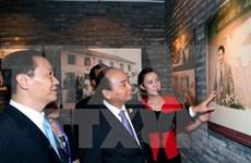 阮春福总理走访慰问越南中央学舍区与广西现代农业技术展示中心