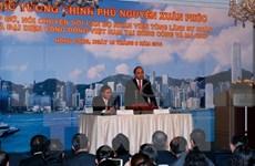 阮春福总理走访越南驻中国香港与澳门总领事馆