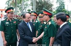 阮春福总理走访慰问越南人民军第三军区干部战士