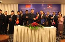 越南与老挝加强新闻业务及管理的合作