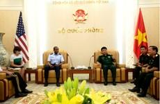 越南人民军副总参谋长武文俊上将会见美军运输司令部司令