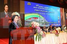 越南国会主席阮氏金银与旅缅越南人会面