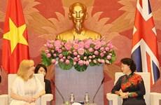 国会主席阮氏金银会见英国议会下议院副议长埃莉诺‧雷恩格