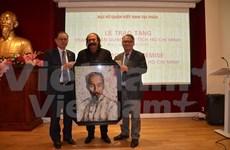 阿尔及利亚裔法国人创作独特的胡志明主席肖像