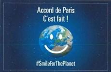 """法国驻越大使馆举办""""应对气候变化60个方案""""图片展"""