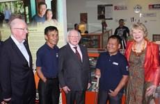 爱尔兰共和国总统麦克•希金斯和夫人圆满结束对越南的国事访问